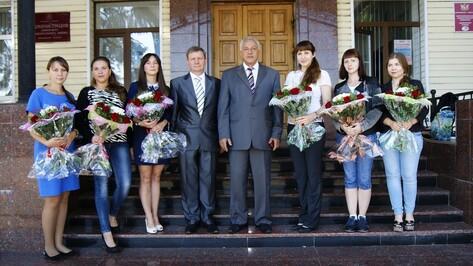 В Аннинской райбольнице к работе приступили 6 молодых врачей