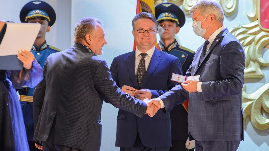 Пятерым горожанам вручили памятный знак «Воронеж – город воинской славы»