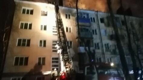 Из горящей воронежской 5-этажки вывели 177 человек