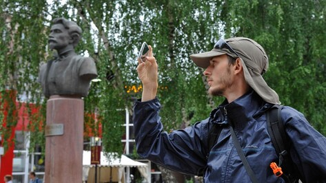 В Воронеже побывал путешественник, который добирается до Китая автостопом