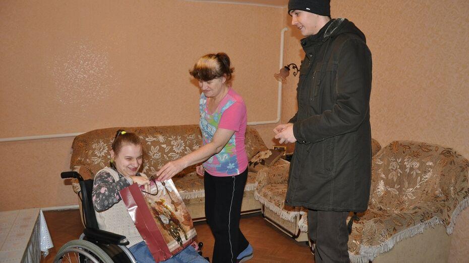 Студенты Павловского педколледжа собрали деньги для больной ДЦП девочки