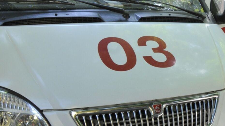 В Воронеже девушка, выйдя покурить, упала с балкона
