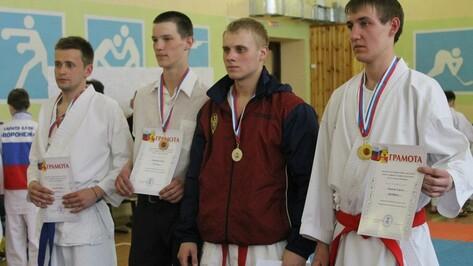 Хохольские каратисты завоевали более 20 медалей на областных соревнованиях
