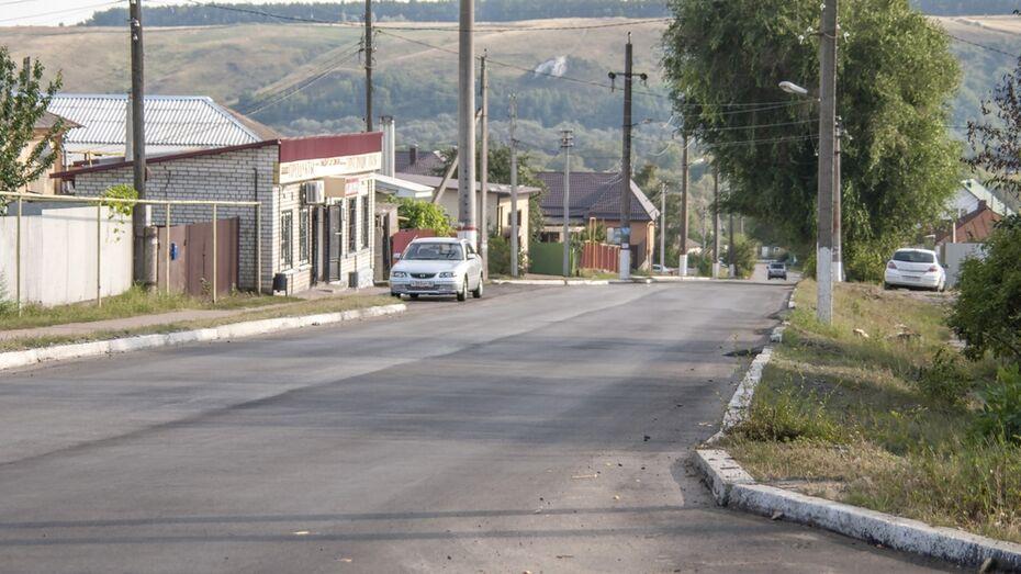 В Лисках впервые за 10 лет заасфальтировали улицу Тельмана