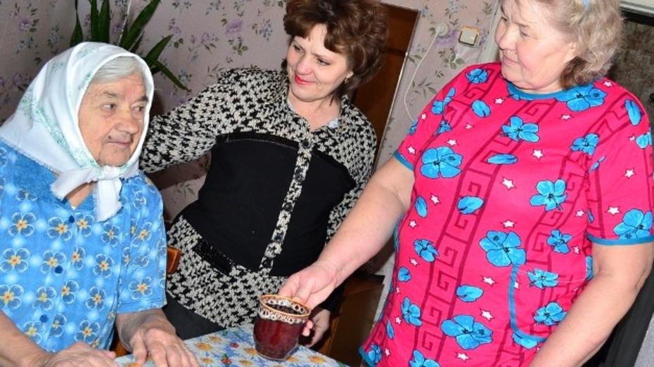В Грибановском районе «удочерили» трех бабушек
