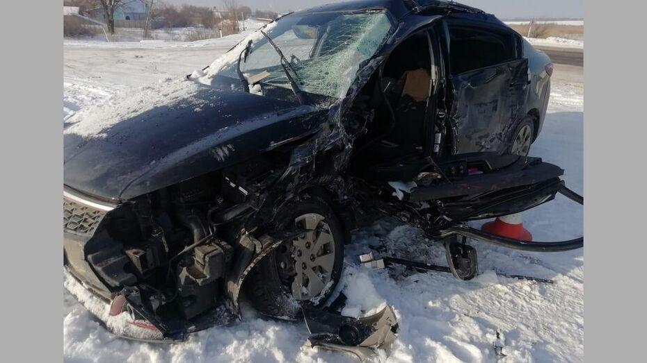 В Павловском районе в ДТП с КамАЗом автомобилистка получила перелом 11 ребер