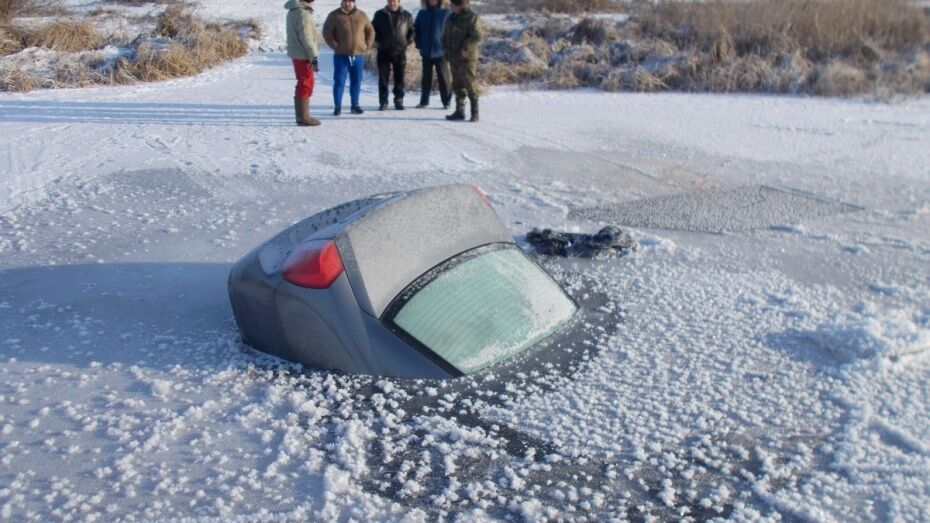 Парень ответит в суде за гибель брата при катании на машине по озеру под Воронежем