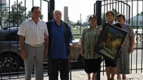 Московский кинорежиссер подарил хохольскому музею «Мастера» картины известных российских художников