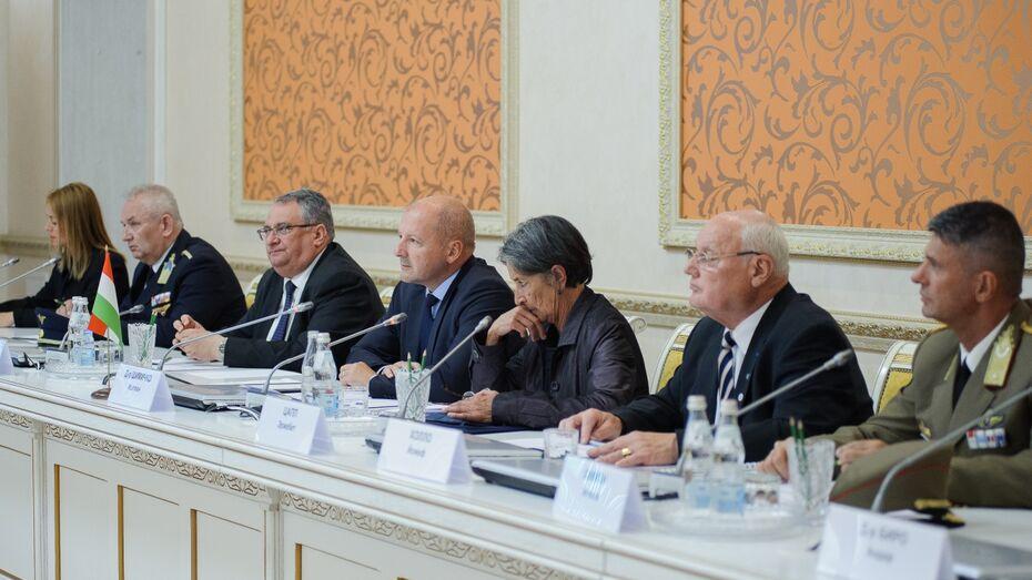 Министр обороны Венгрии в Воронеже предложил создать «Донской экспресс»