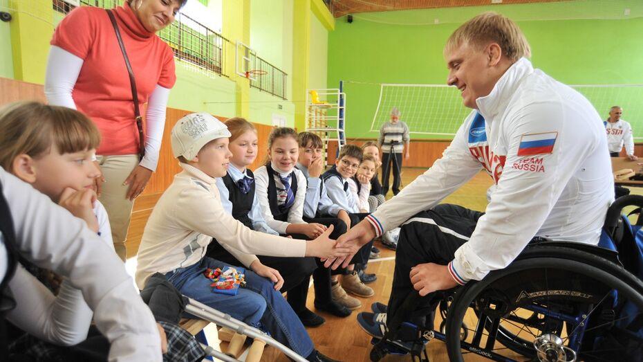 «Привет, герой!» Воронежский чемпион Стас Кашаев навестил травмированного Даню Шипилова