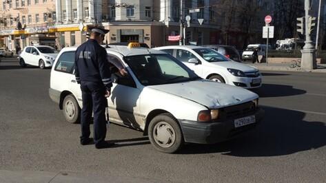 В Воронеже устроили облаву на таксистов-нелегалов