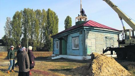На таловском сельском храме установили основу под колокольню