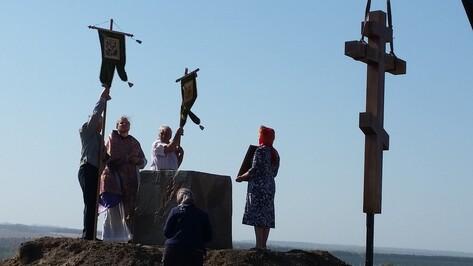 В нижнедевицком селе установили поклонный крест