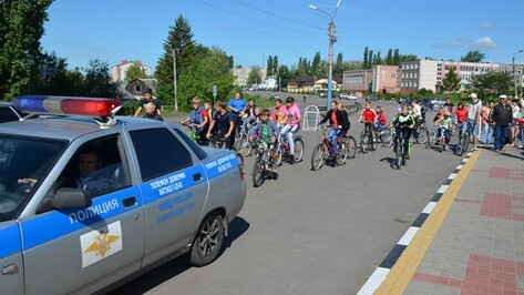 В Верхнехавском районе День молодежи открыли велопробегом