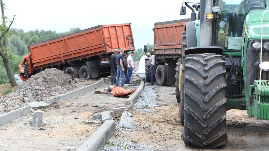 В Боброве «КАМАЗ» врезался в 3 автомобиля и дерево