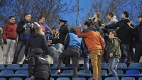 Поводом для драки на главном стадионе Воронежа стали непристойные жесты
