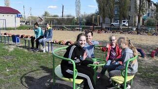 В Поворино активисты оборудовали детскую и спортивную площадки