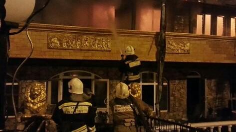 В Воронеже на левом берегу сгорел 2 этаж гостиницы