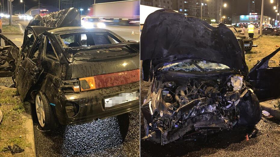 В аварии на улице Антонова-Овсеенко в Воронеже пострадала многодетная семья