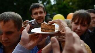 В Воронеже 3-метровый пряник попробовали 3 тыс человек