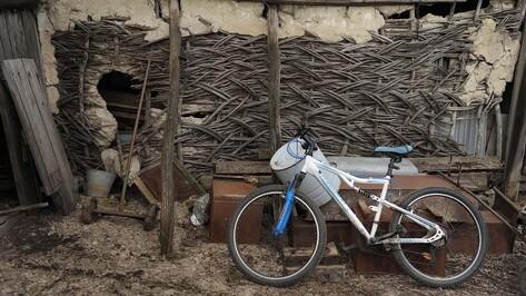 Под Воронежем BMW сбил ехавшую по обочине 15-летнюю велосипедистку