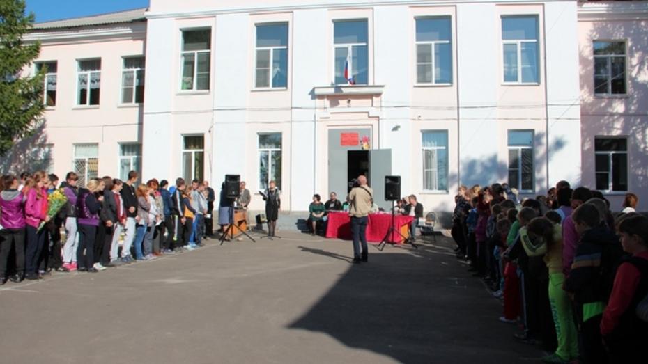 Новоусманской школе присвоили имя Василия Пескова
