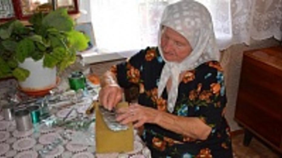 Жительница Каширского района сделала оклады для тысячи икон