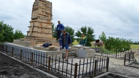 В Эртильском районе над братской могилой красноармейцев установили новую стелу