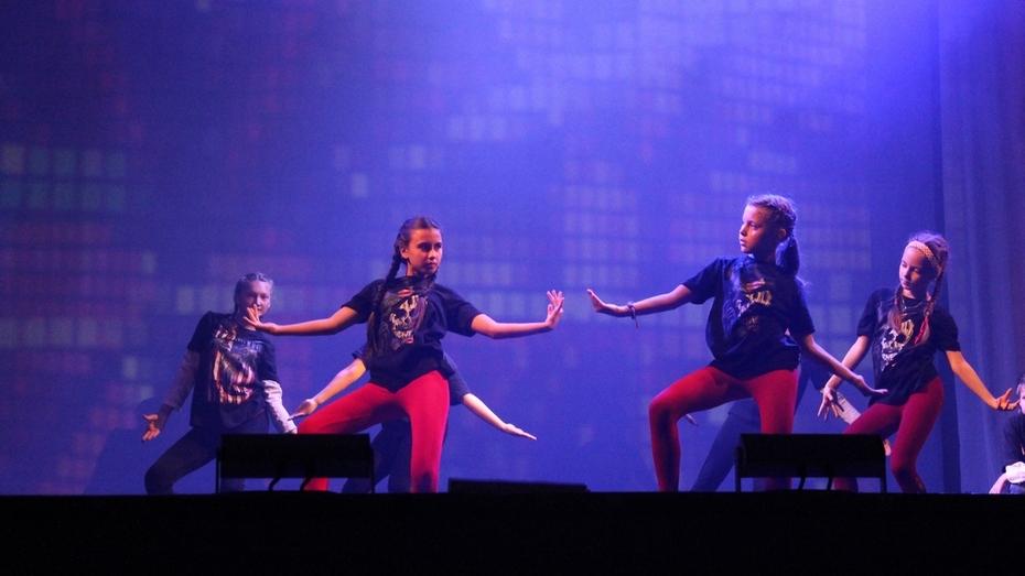 На шоу Fiesta Dela Viktoria для воронежцев танцевали восточные красавицы и девушки-леопарды