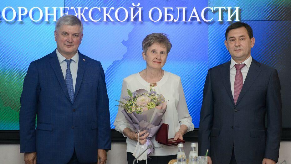 Воронежский губернатор вручил государственные и областные награды накануне Дня России