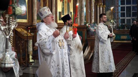 На Пасху рекомендовали проводить по 2 литургии при большом количестве воронежцев