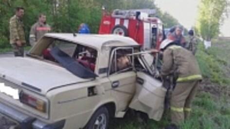 В Воронежской области при опрокидывании «ВАЗа» погиб водитель и ранен пассажир