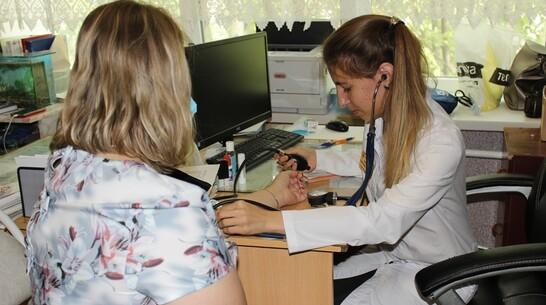 Штат Таловской райбольницы пополнился 2 молодыми терапевтами