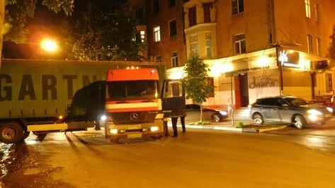 В Воронеже сломанная фура полностью перегородила улицу Фридриха Энгельса