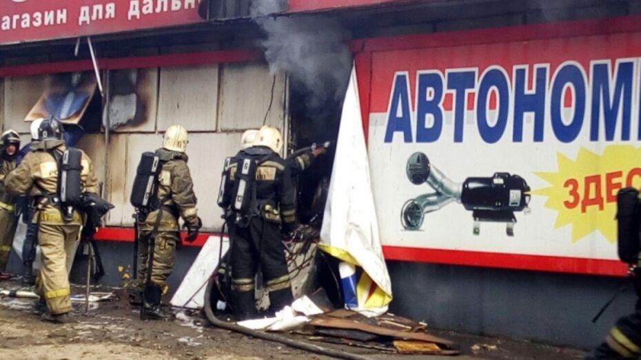 Воронежские спасатели опубликовали видео тушения пожара на улице Дорожная