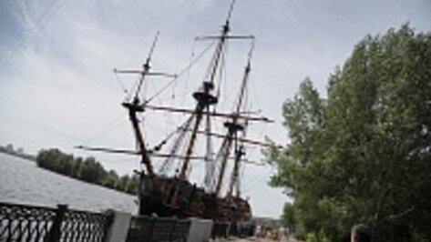 В Воронеже спустили на воду 24-тонный причальный понтон для «Гото Предестинации»