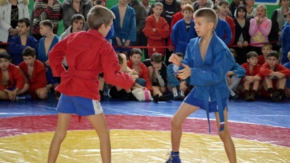 В Таловой прошел областной турнир по самбо