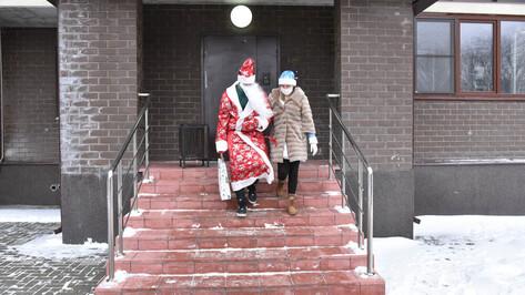 Волонтеры раздадут детям воронежских медиков новогодние сладости