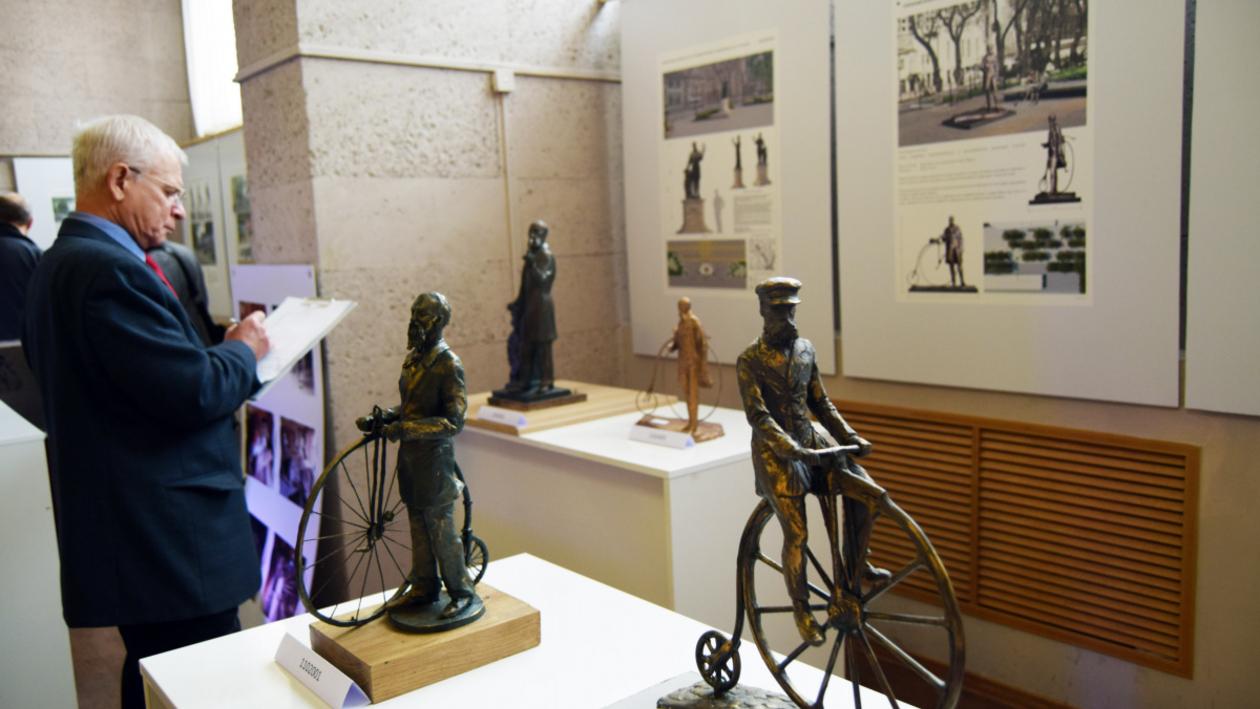«А нужен ли велосипед?» Эксперты обсудили модели памятника Столлю в Воронеже