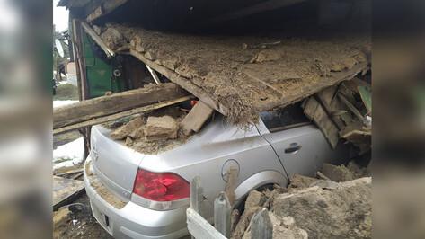 В Воронежской области пьяный водитель на иномарке протаранил гараж