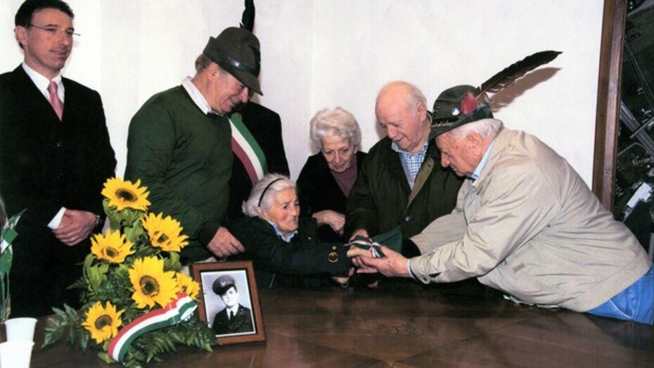 Богучарские поисковики нашли медальон итальянского солдата и передали его сестре погибшего