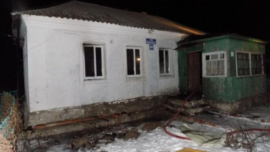 В Воронежской области при пожаре погиб сын хозяйки дома
