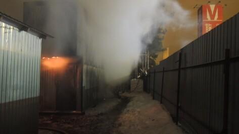 Пожарные ликвидировали возгорание рядом с рынком «Воронежский»