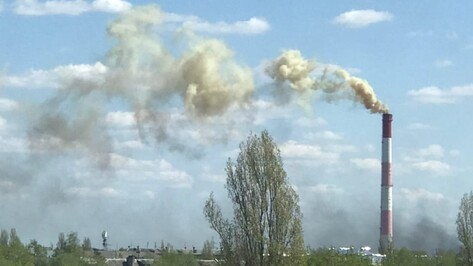 Воронежцев напугал разноцветный дым от пожара на предприятии