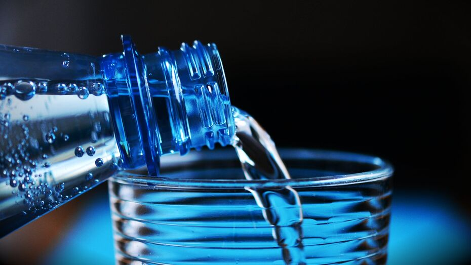 Жителям трех районов Воронежа посоветовали запастись питьевой водой