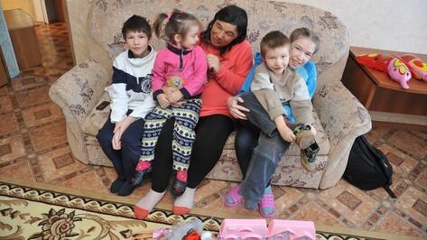 «Боюсь, это сон». Как анонимный меценат из Воронежа воссоединил многодетную семью