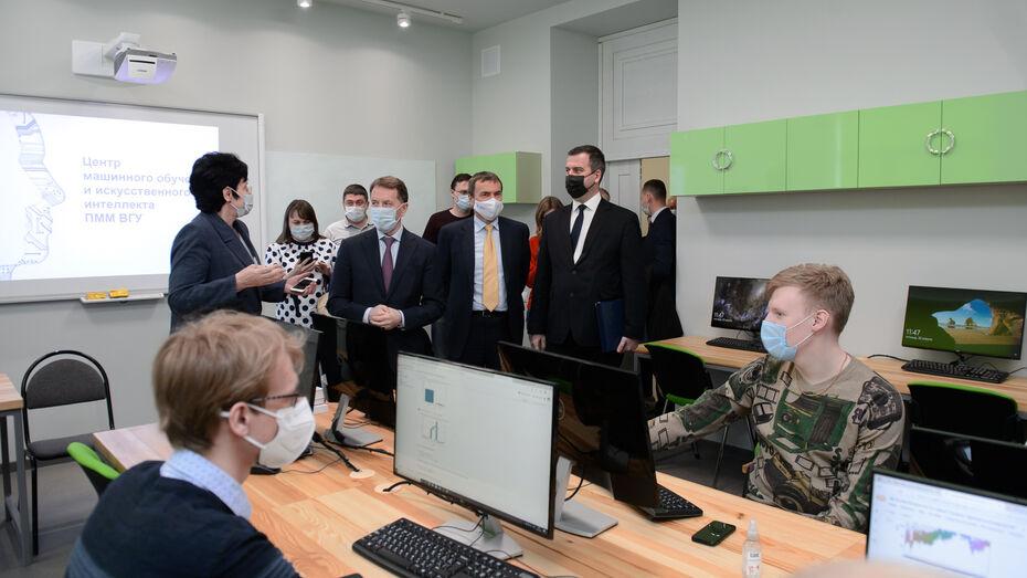 Зампред Госдумы Алексей Гордеев посетил лабораторию искусственного интеллекта ВГУ