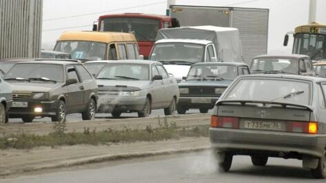 Центр Воронежа встал в многокилометровых пробках из-за дорожных работ