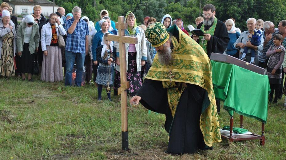 В семилукском селе освятили место строительства будущего храма