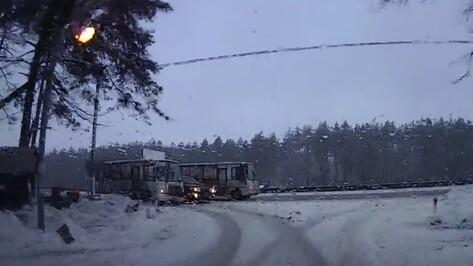 ДТП с маршруткой и внедорожником в Воронеже попало на видео